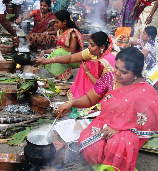Women making pongal dish